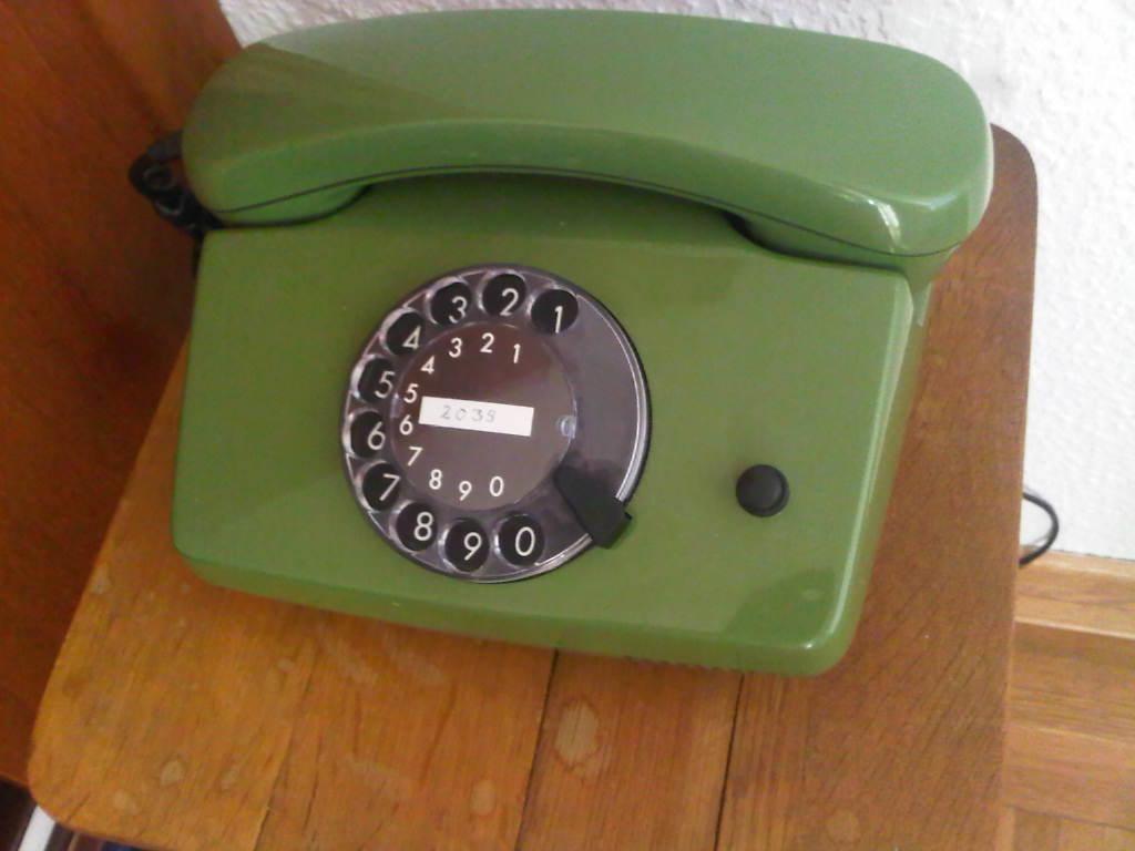 Grünes Wählscheibentelefon von 1987
