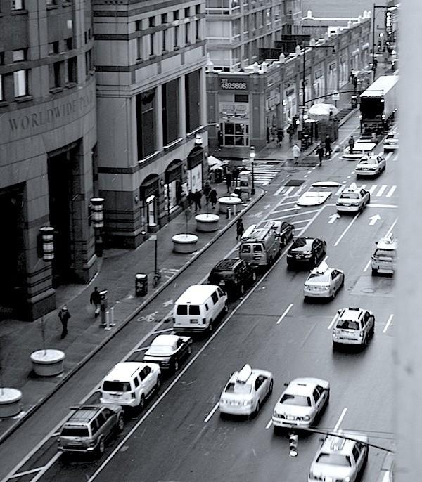 Blick aus dem Hotelfenster auf die 8th Avenue