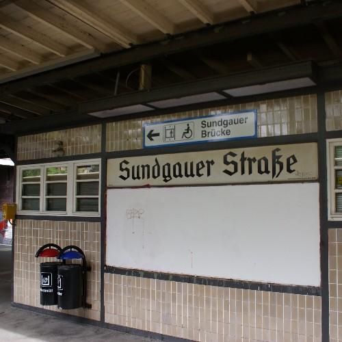 Bahnsteighäuschen V