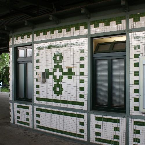Bahnsteighäuschen III